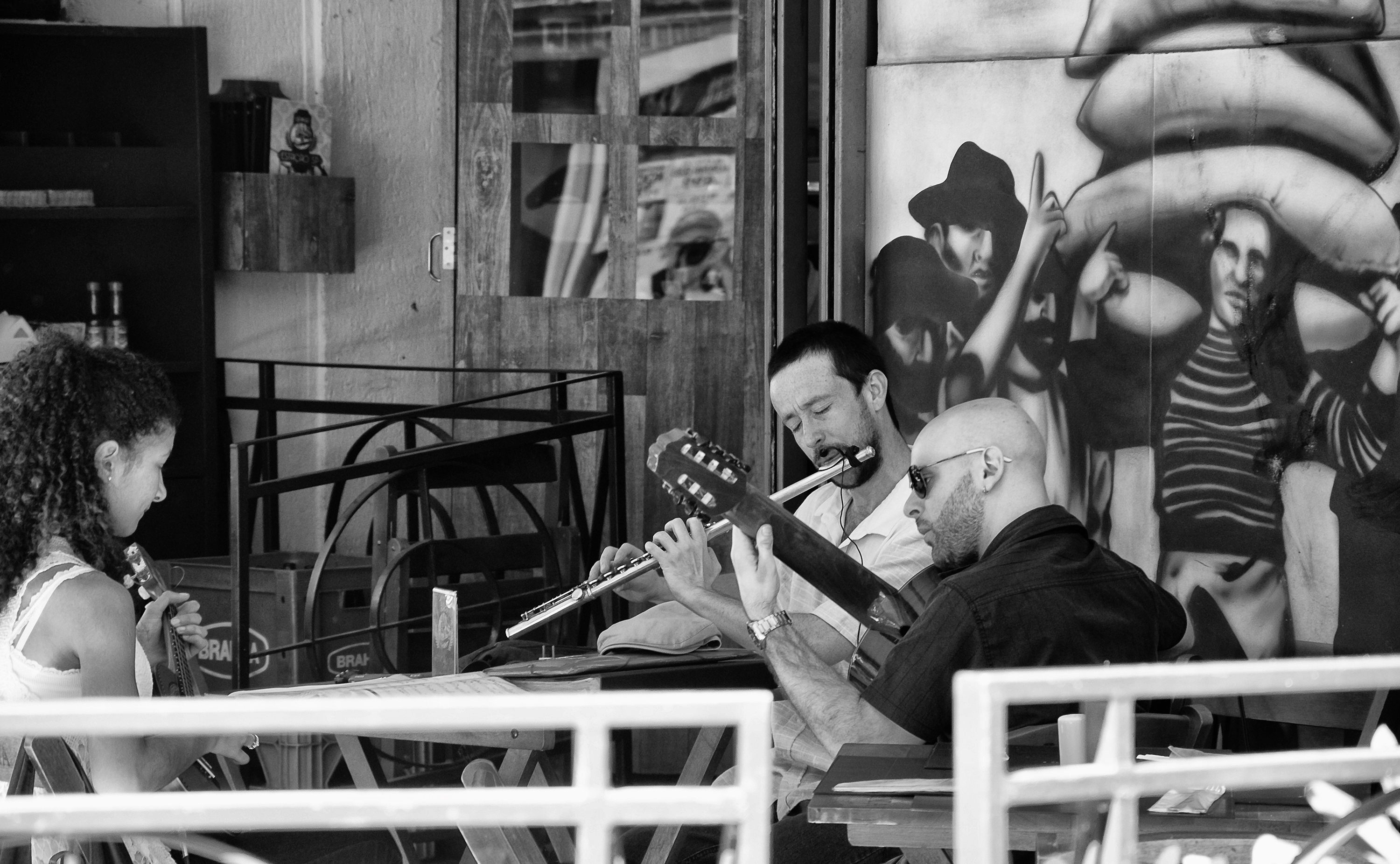 Chorinho-playing-in-the-city_by_EricoMabellini