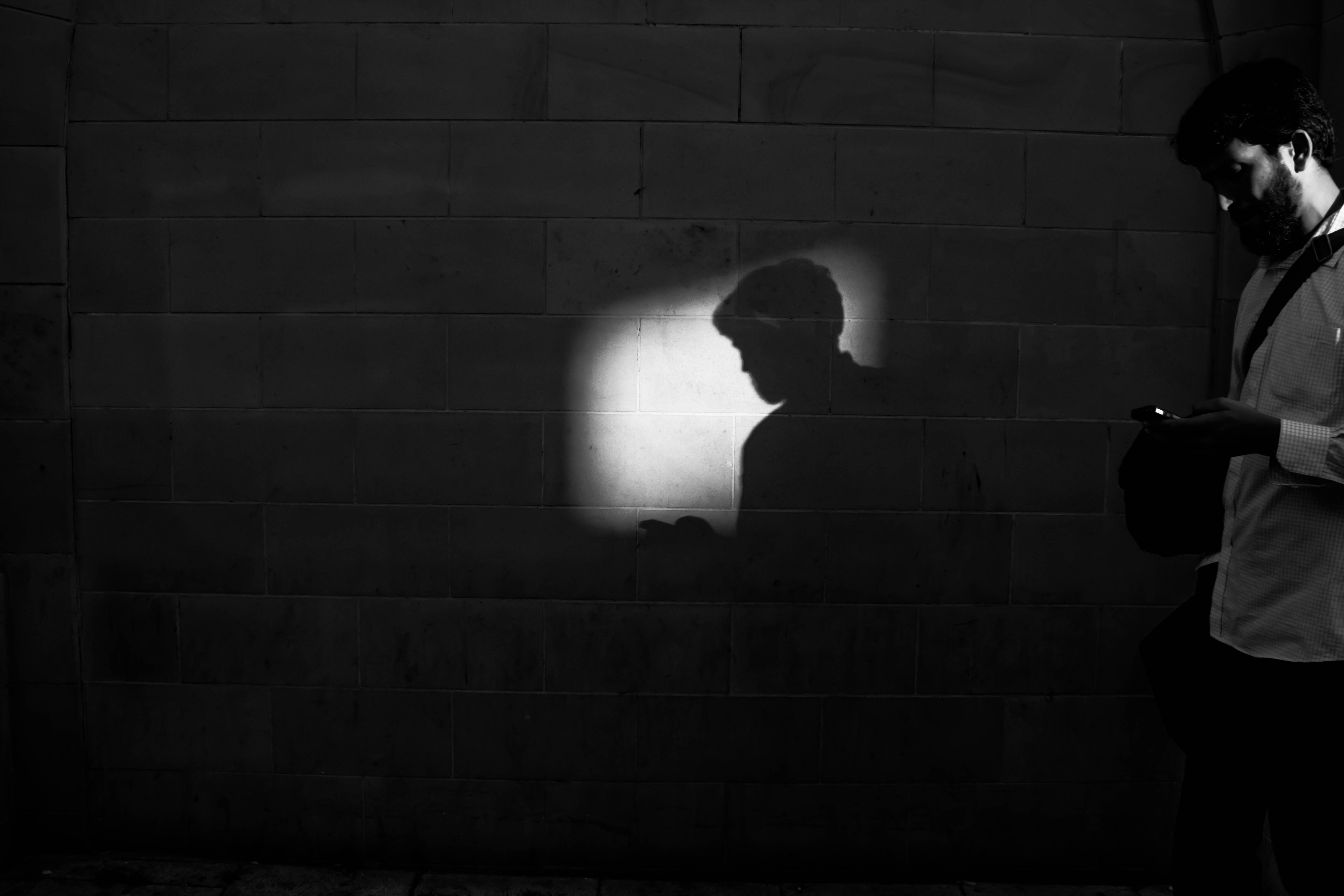 Marcus Leoni-THE SHADOW OF A MAN-BR