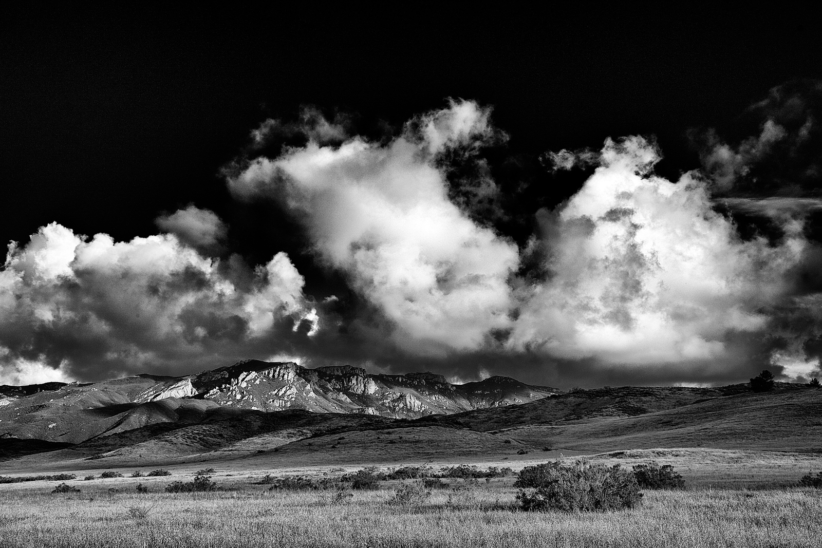 master_clearing_storm_over_boney_mountain_b&w_0027