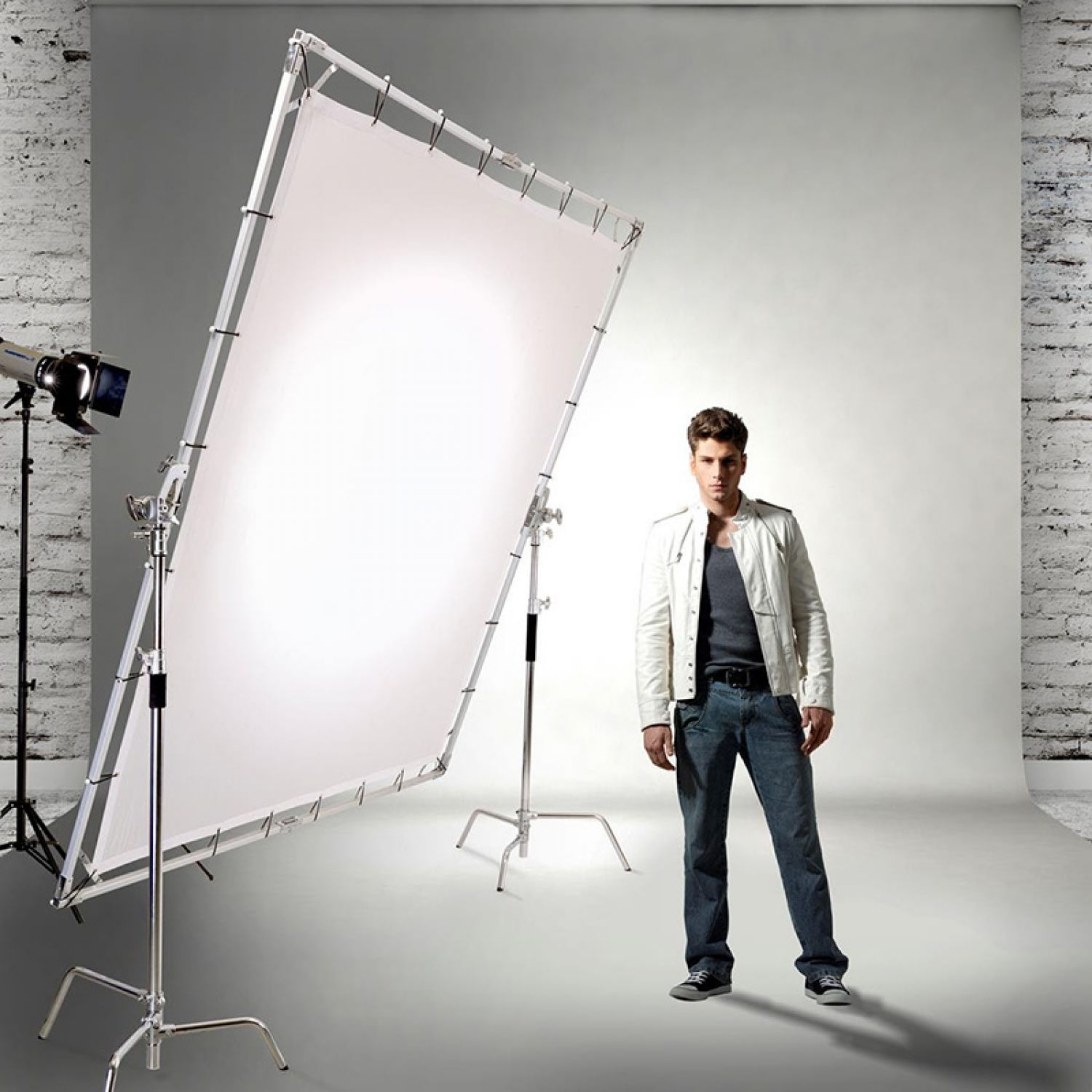 Studio Lighting Kit Price India: Glow Portable Butterfly Light Modifier Collapsible Kit Now